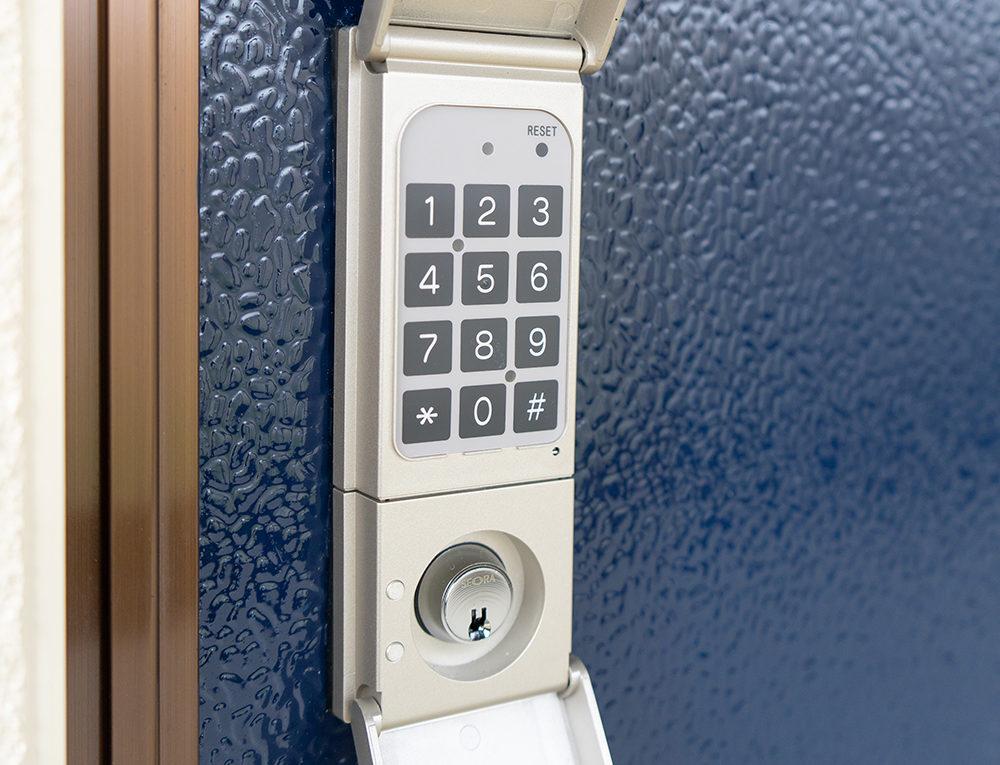 暗証番号でキーレス施錠